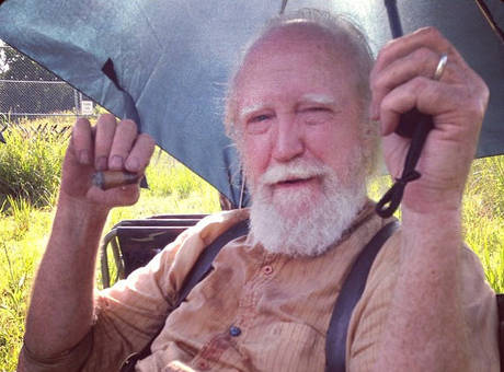Hershel-Is-Bloody-on-Set-1376341538